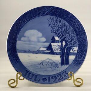 1923 ROYAL COPENHAGEN Christmas Plate